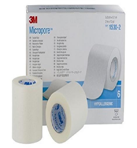 Cinta microporosa de 2¨ Micropore™ color blanco. Medida: 5cm x 9.14m Caja con 6 piezas