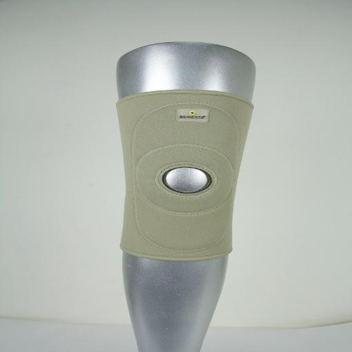 Rodillera Benesta con Control de Rotula Alto Relieve Neopreno Beige